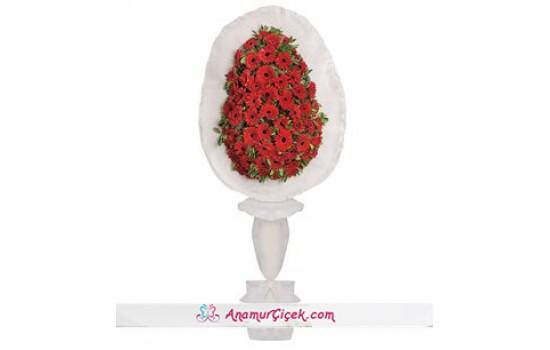 Kırmızı Gerberalarla Hazırlanmış Tek Katlı Çelenk