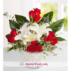 Beyaz Lilyum ve Kırmızı Gül Aranjmanı